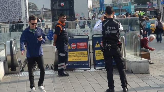 Taksim Metro'sunda yangın paniği