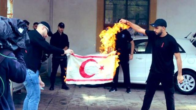 Bayrak skandalına KKTC Başbakanı'ndan sert tepki