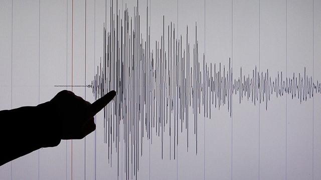 Türkiye sınırı peş peşe depremlerle sarsıldı