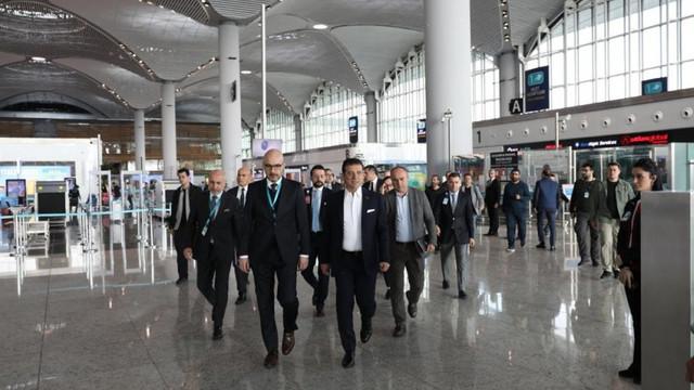 İmamoğlu İstanbul Havaalanı'nda incelemelerde bulundu