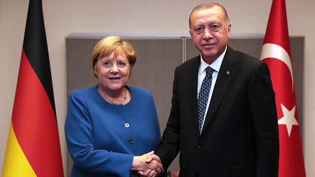 Merkel'den Türkiye açıklaması: Mali yardıma hazırız