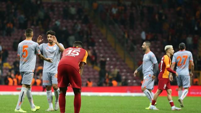 Galatasaray'a Başakşehir darbesi! Aslan'ın kalesi yıkıldı!