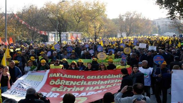 Binlerce öğretmen Ankara'da sokağa indi