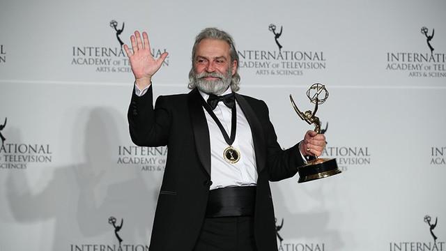 Haluk Bilginer'e Emmy Ödülleri'nde En İyi Erkek Oyuncu ödülü