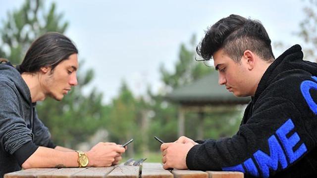 Apple'daki Netflix açığını Türk gençler keşfetti ! 200 bin dolar ödül