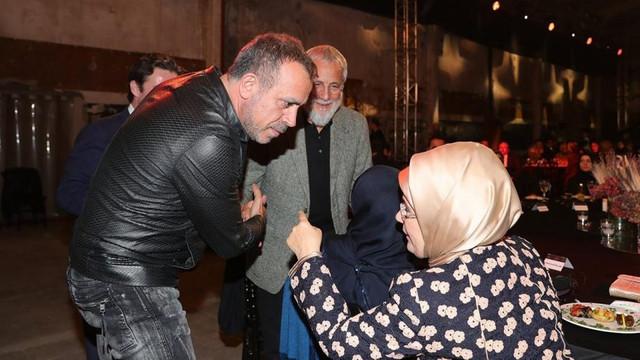 Haluk Levent'e, Emine Erdoğan'dan İngilizce desteği