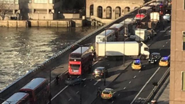 İngiltere'de terör alarmı! Polis Londra Köprüsü'nü kapattı