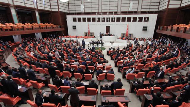 Meclis'te AK Partililer HDP'lilerin üzerine yürüdü