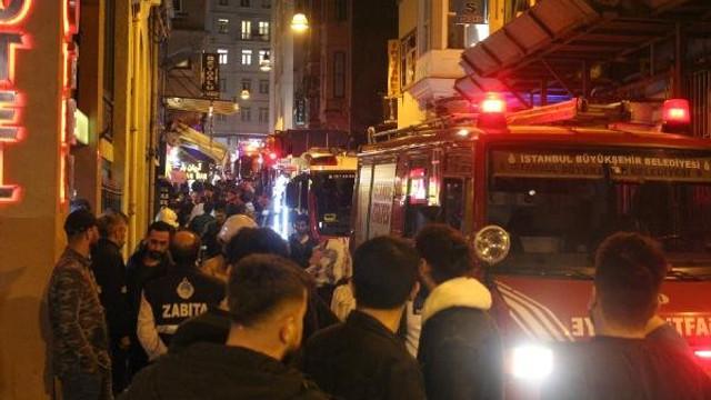 İstanbul Beyoğlu'nda yangın paniği ! Otelde yangın çıktı...