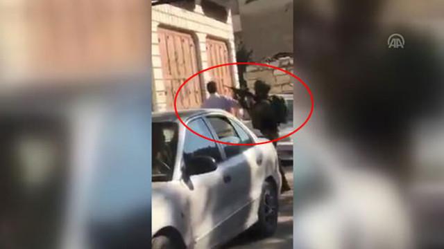 İsrail terörü bitmiyor ! Çocuğunun gözü önünde silah doğrulttular