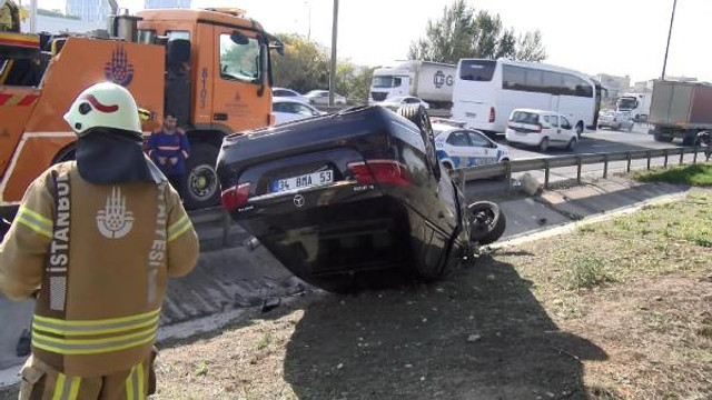 Emniyet şeridinde kaza ! Lüks otomobil takla attı