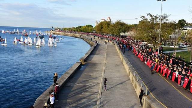 Kadıköy'de 10 Kasım'da Ata'ya Saygı Zinciri