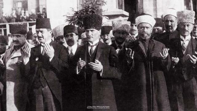''Atatürk'ün adını anmak istemeyenler gerçeği saptırıyor''