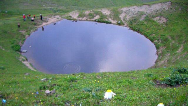 Define iddiası için Dipsiz Göl'ün suyu tahliye edildi