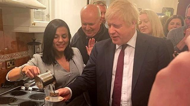 Şarkıcı Eylem, İngiltere Başbakanı Johnson'ı evinde ağırladı