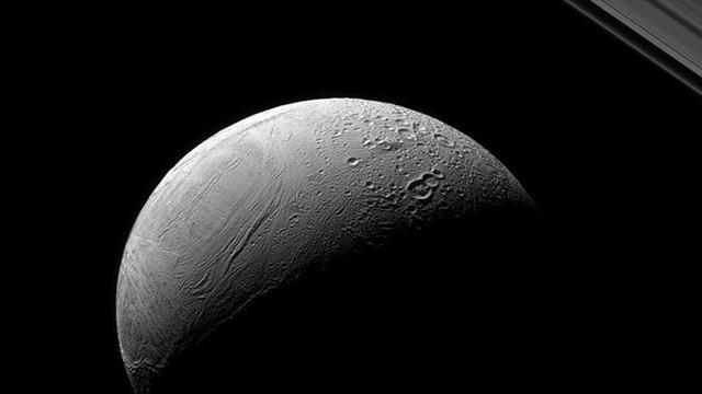 Uzay'daki Enceladus sırrı çözüldü