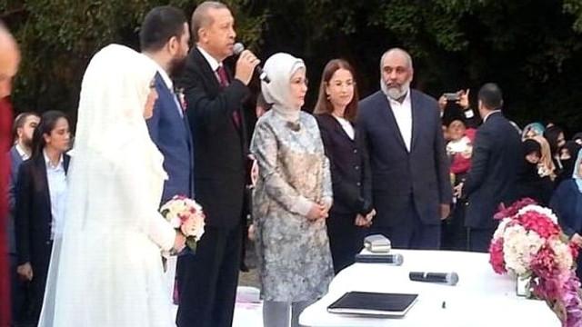 Emine Erdoğan'a yakın isim Davutoğlu'nun partisinde