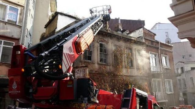 İstanbul'da korkutan yangın! Mahsur kalanlar var!