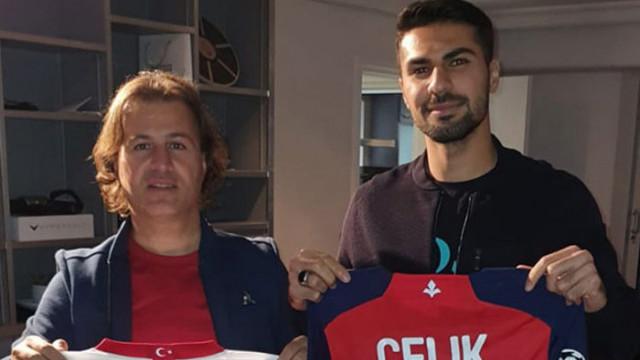 Milli futbolcu Zeki Çelik: Beni herkes gurbetçi sanıyor