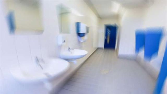 Lise tuvaletlerinin temziliği öğrencilere kaldı!