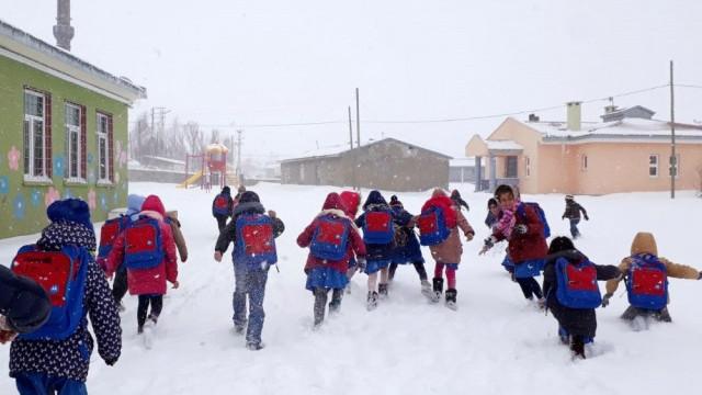 Erzican Refahiye'de taşımalı eğitime ara verildi