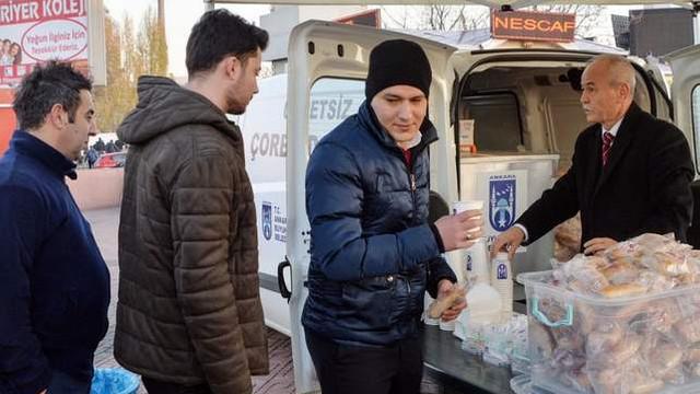 Başkent'te sıcak çorba dağıtım noktası artıyor