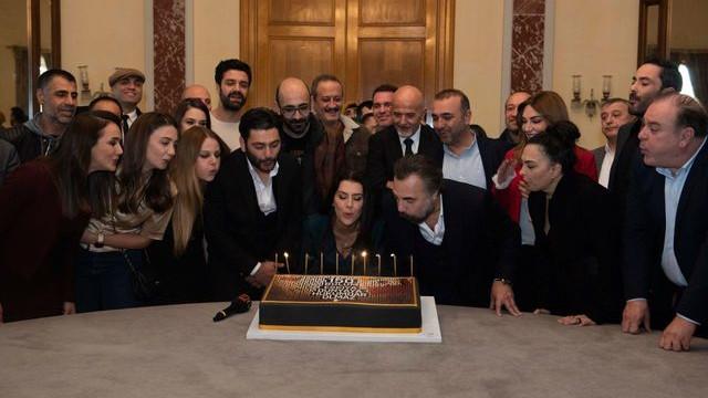 Eşkıya Dünyaya Hükümdar Olmaz oyuncularından 150. bölüm kutlaması
