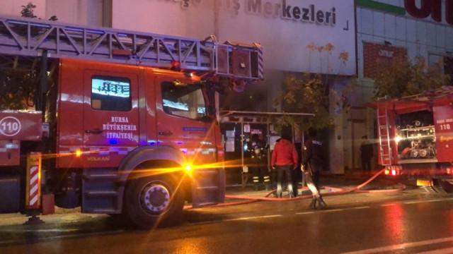 Bursa'da AVM'de yangın paniği