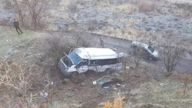Öğrenci servisi kaza yaptı: 2 ölü, çok sayıda yaralı var!