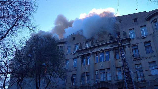 Üniversite binasında yangın; yaralılar var!
