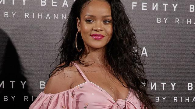 Rihanna ünlü futbolcu ile aşk mı yaşıyor ?