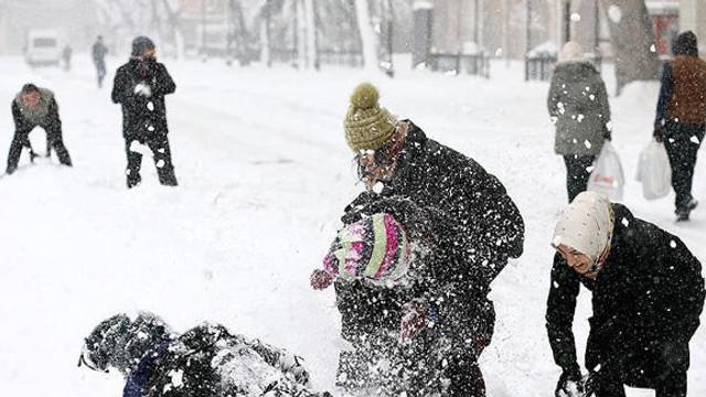 İlk kar tatili haberi geldi ! İki ilçede okullar tatil edildi