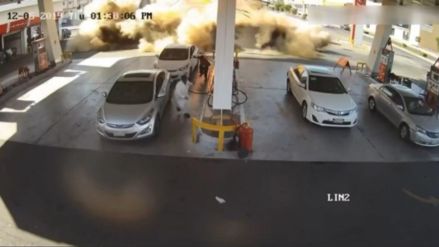 Benzin istasyonundaki patlama anı kamerada
