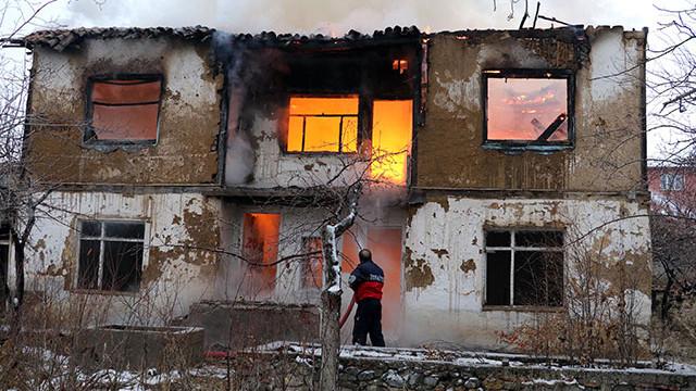 Ekmeleddin İhsanoğlu'nun evi yandı