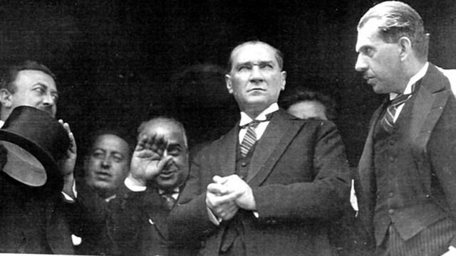 Mustafa Kemal Atatürk'ün ilk soyadı neydi ?