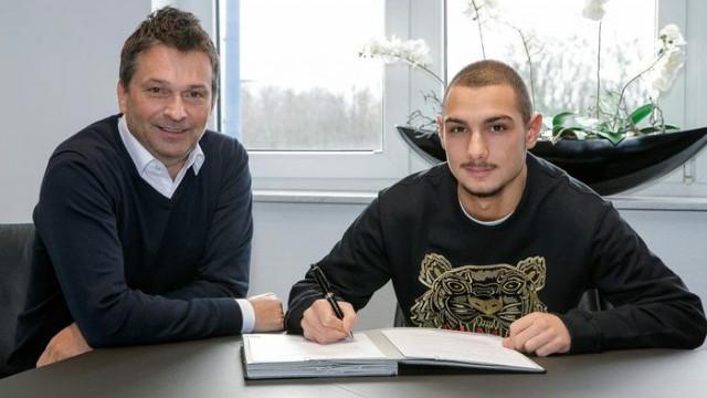 Schalke 04, Ahmed Kutucu'yu profesyonel yaptı