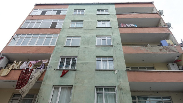 İstanbul'da risk taşıyan bina boşaltıldı