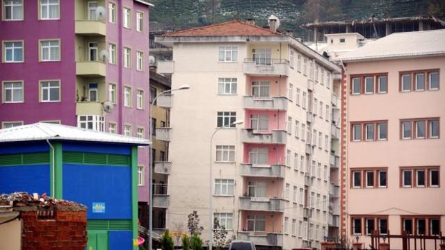 6 katlı apartman yan yattı