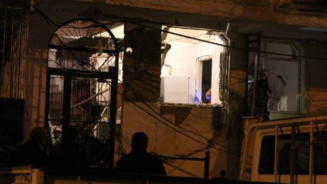 Bahçelievler'de evde patlama ! Sokak savaş alanına döndü