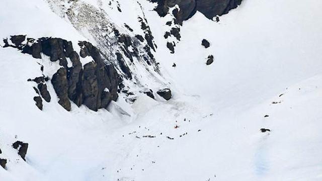 İsviçre'de facia: Çok sayıda kişi çığın altında kaldı