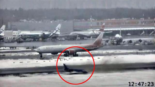 Havaalanında büyük panik ! Uçak bir anda kağıt gibi savruldu