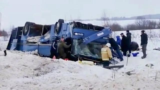 Otobüs ters döndü: 4'ü çocuk 7 ölü