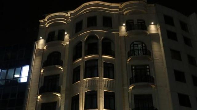 Taksim'de dehşet! Otelin 8'inci katından peş peşe atladılar
