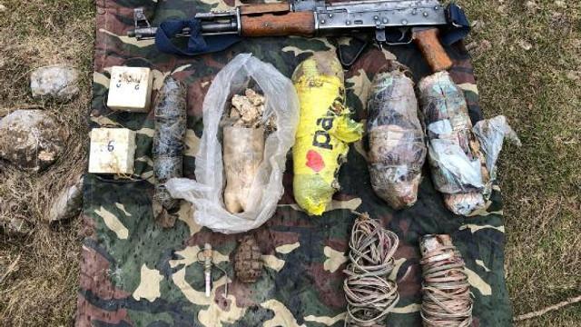 Hakkari'de PKK'nın 8 sığınağı imha edildi