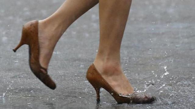 Öğretmenlere topuklu ayakkabı yasağı ! Soruşturma başlatıldı