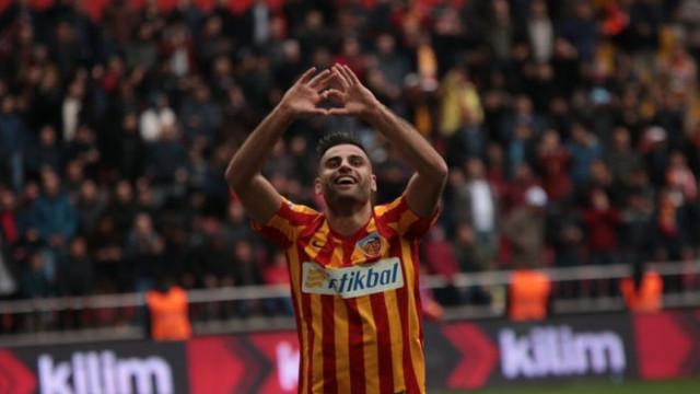 Kayserispor'un kaptanı Deniz Türüç yeniden Milli Takım'da