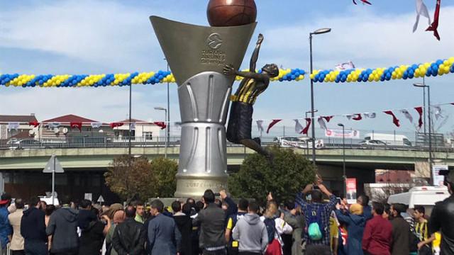 Fenerbahçe'nin Euroleague şampiyonluğu Bahçelievler'de anıtlaştırıldı