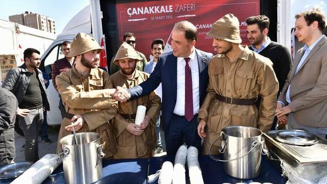 Mehmet Murat Çalık Çanakkale Zaferi'ni gençlerle kutladı