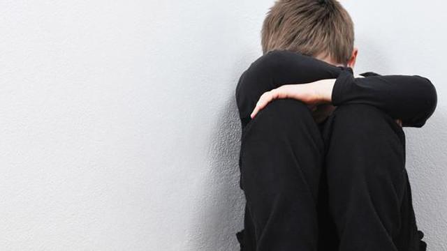 FETÖ üyesinden iğrenç ahlaksızlık ! Erkek çocukla basıldı