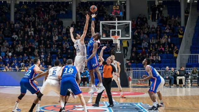Anadolu Efes 4. sırayı garantiledi!